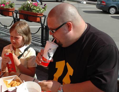Может ли фельдшер съесть в макдональдсе на 1000р?
